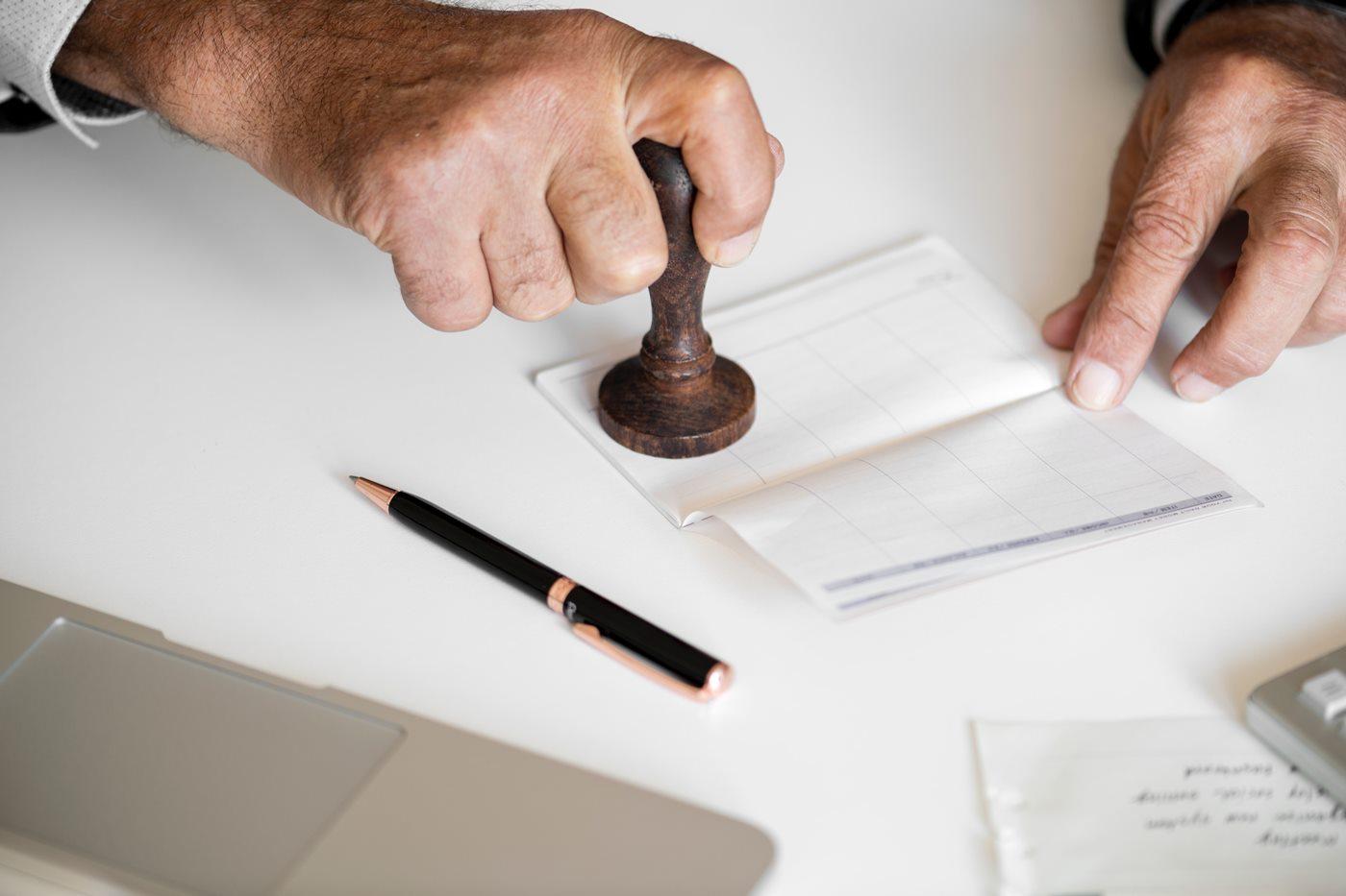lista para firmar la venta de tu casa
